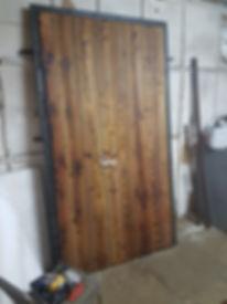 входная дверь лофт с отделкой доской