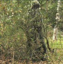 Roupa militar/caça de camuflagem: referência do efeito aproximado ao utilizar um figurino espelhado