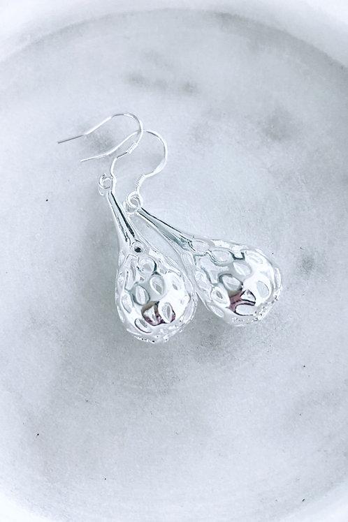 Casted filigree tear drop earrings