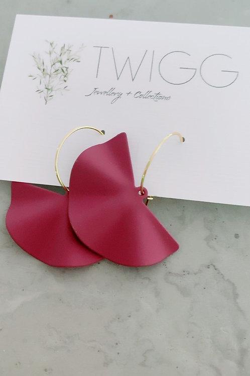 Creole metal wave earrings