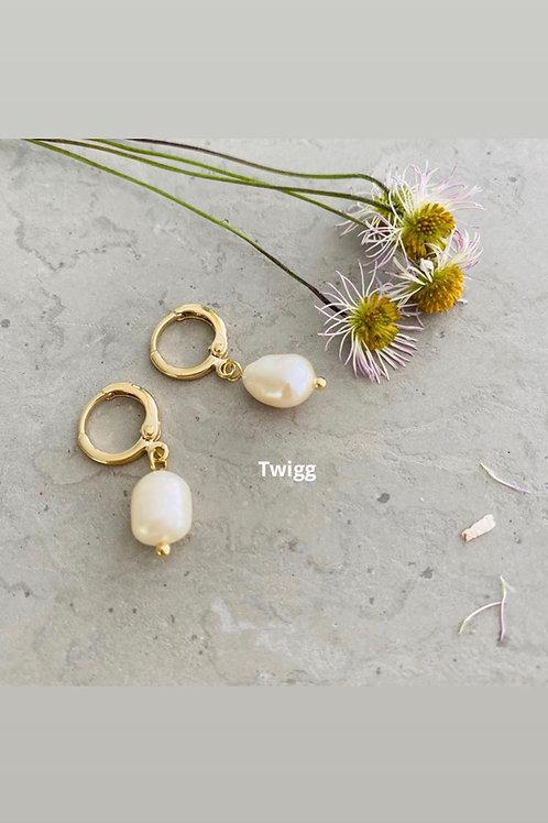Pocket pearl sleeper earrings