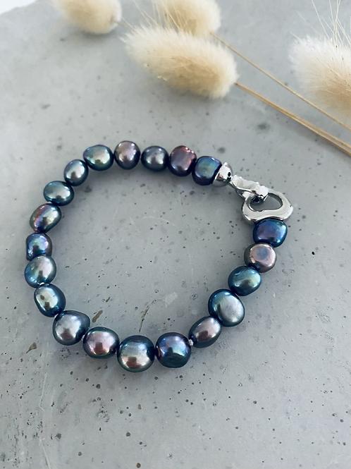 Pearl bracelet -  dark