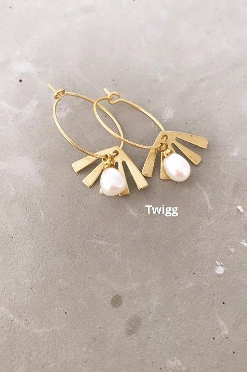 Pearl element drop earrings
