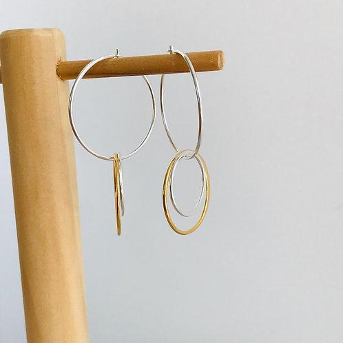 Globe double hoop earrings