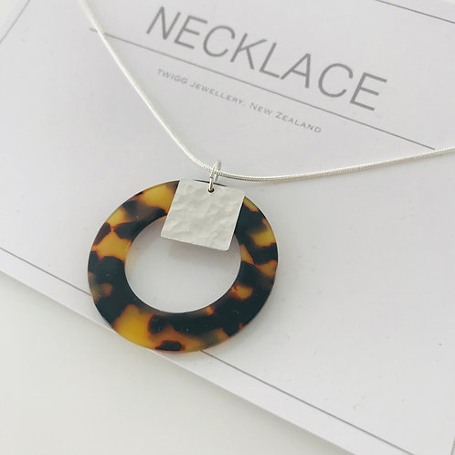 Tort infinity square necklace