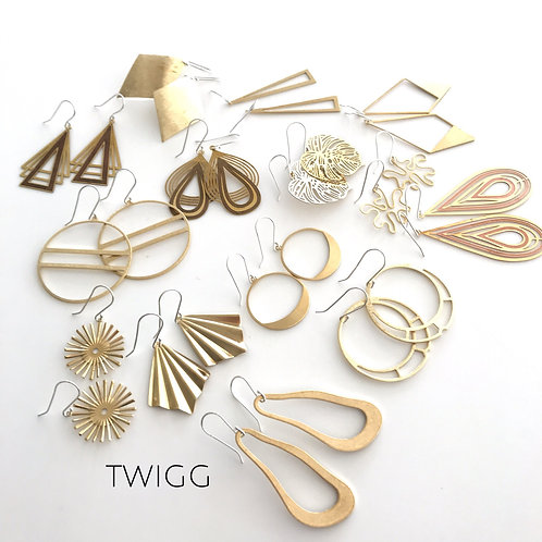 8 x Satin brass retail earring mix (8)