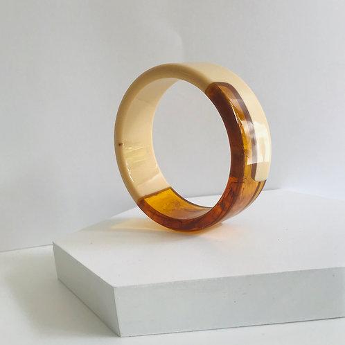 Spliced resin bracelet