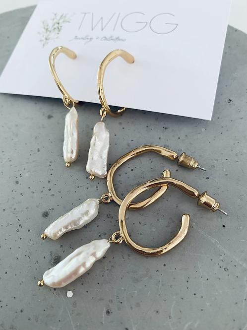 Pendular pearl earrings