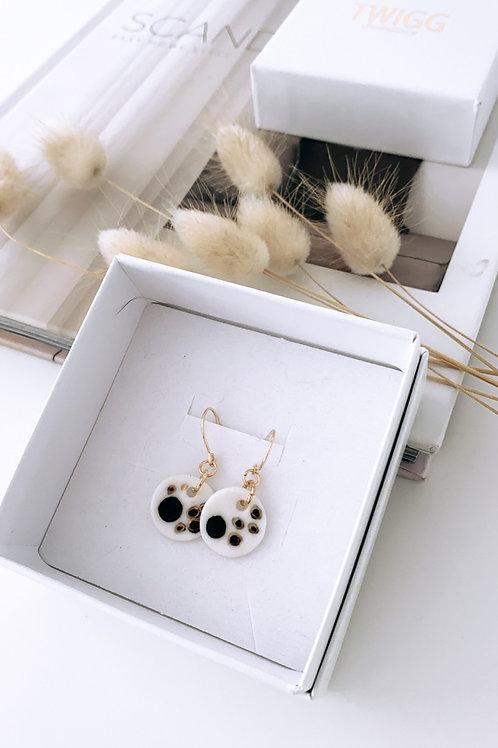Xo blk hook porcelain earrings