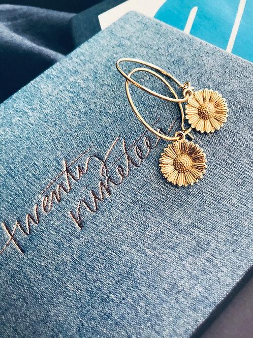 Golden daisy earrings - hoop
