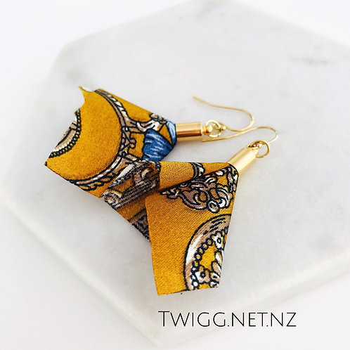 Bandana drop earrings