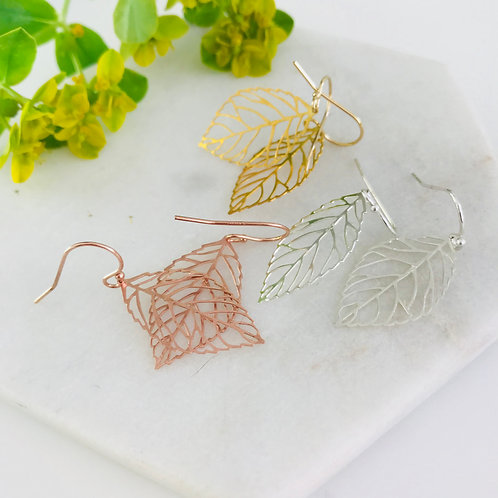 Delicate leaf drop earrings (w)