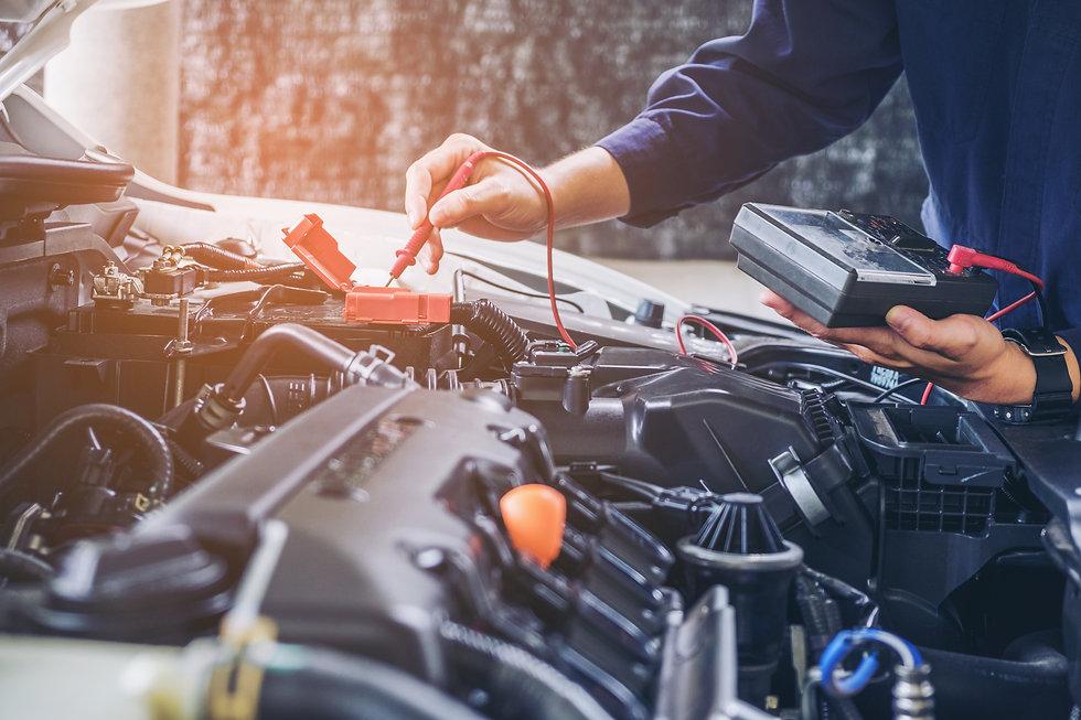 Mechanic using testing equipment to get diagnosis on engine Milton Keynes HC Car Repairs 2021