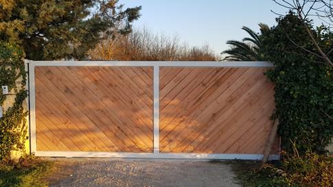 Structure en métal pour portail bois