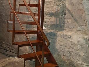 Escalier rouille verni