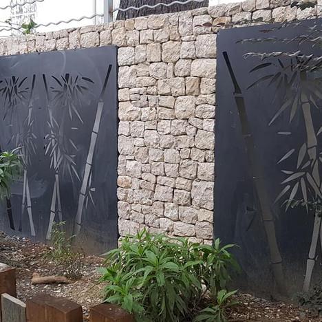 Découpe encastrée dans le mur