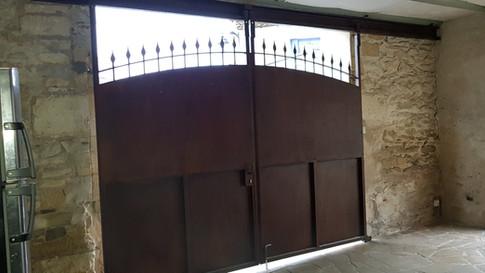 Portail metal suspendu