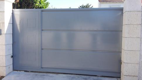 Portillon et portail métallique