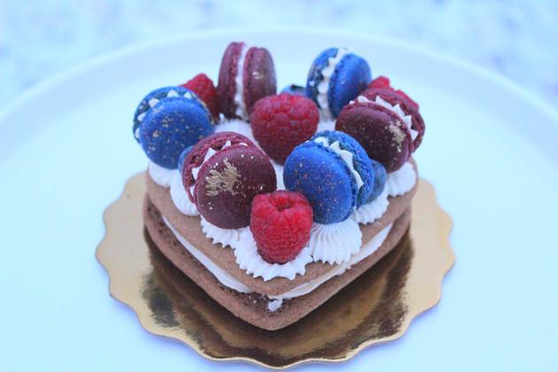 Gingerbread Macaron Cake