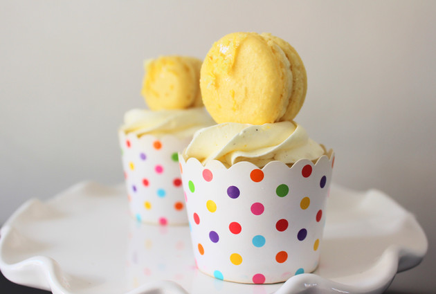 Macaron Topped Lemon Curd Vanilla