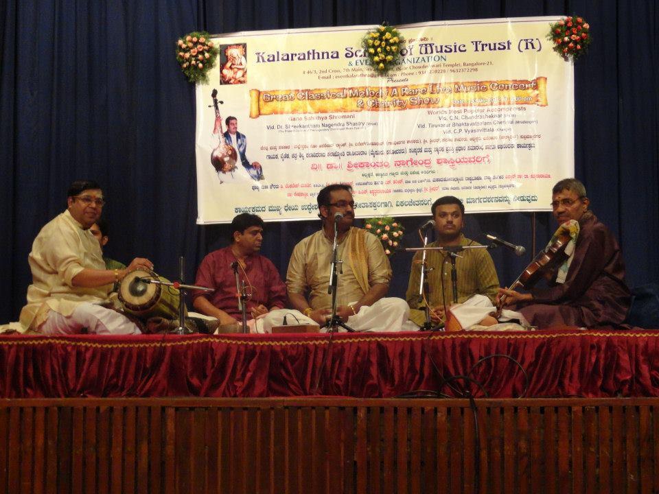 Mrudanga Vidwan Thiruvarur Bhaktavatsalam and Vid. CN Chandrashekhar accompanying Dr. Nagendra Shastry