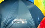 Przykładowe logo na parasolu