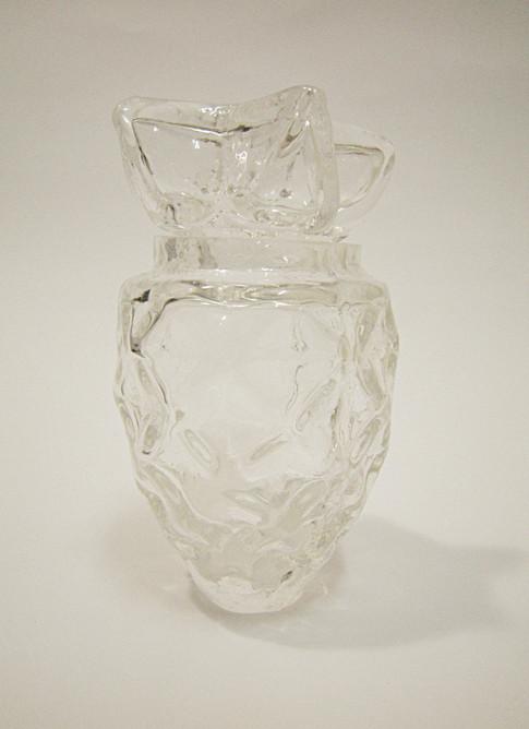 ניפוח זכוכית חמה לתבנית גבס  Blowing hot glass into a mold