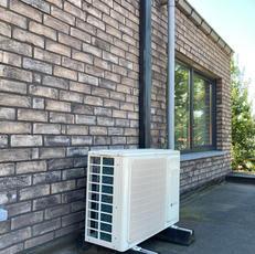 Plaatsen airco buitenunit op plat dak Erpe-