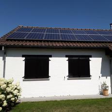 Plaatsing zonnepanelen hellend dak fermette