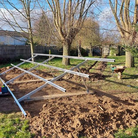 Plaatsing zonnepanelen tuinconstructie