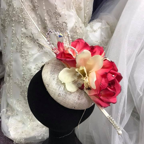 Cream fascinator with pretty red flowers