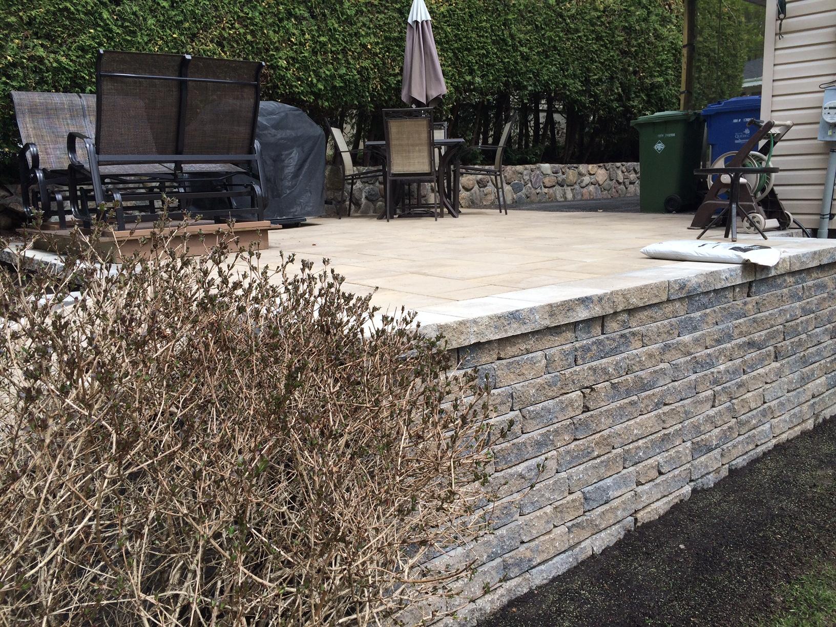 Muret et terrasse en pavé
