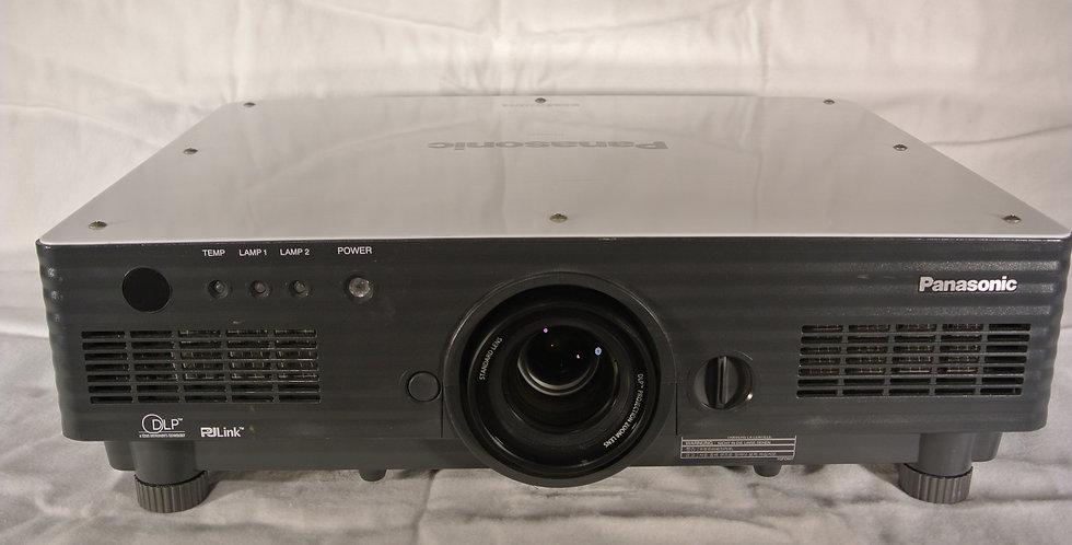 Panasonic PT-D 5700 projector 6000 ansilumen XGA