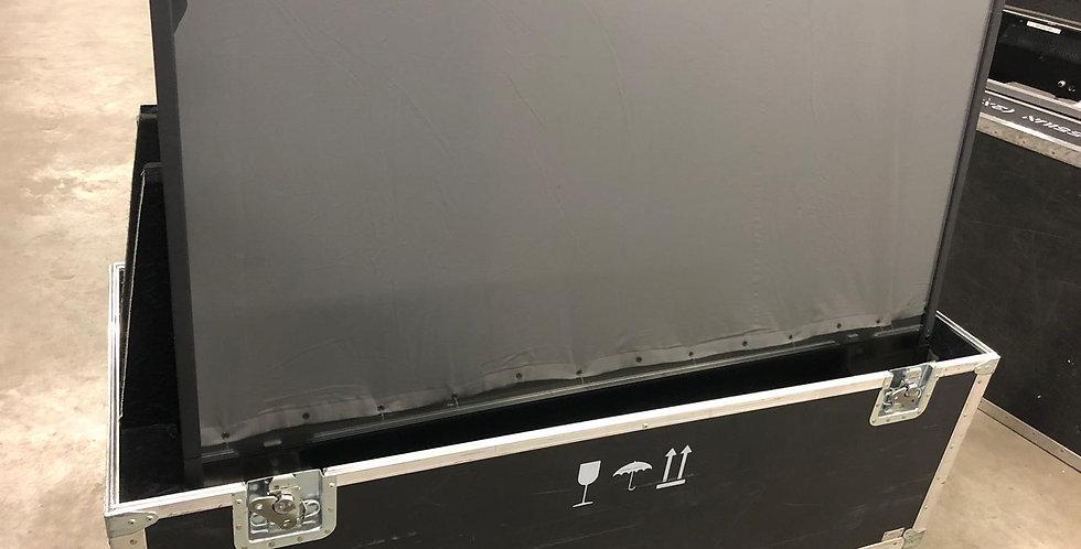 2x NEC X551S LCD display Full HD met flightcase
