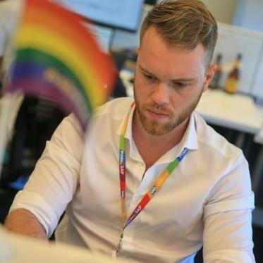 Líder do grupo Pride@SAP Brasil, fala dos benefícios da diversidade nos negócios em entrevista