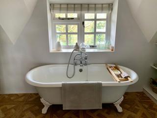 TTC-bathroom-1-bath-tub.jpg