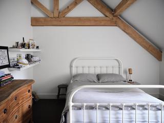 TRACY-HEAD---location-shots_Bedroom---Ch