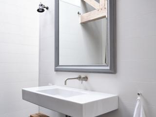 TRACY-HEAD---location-shots_Bathroom-2_0