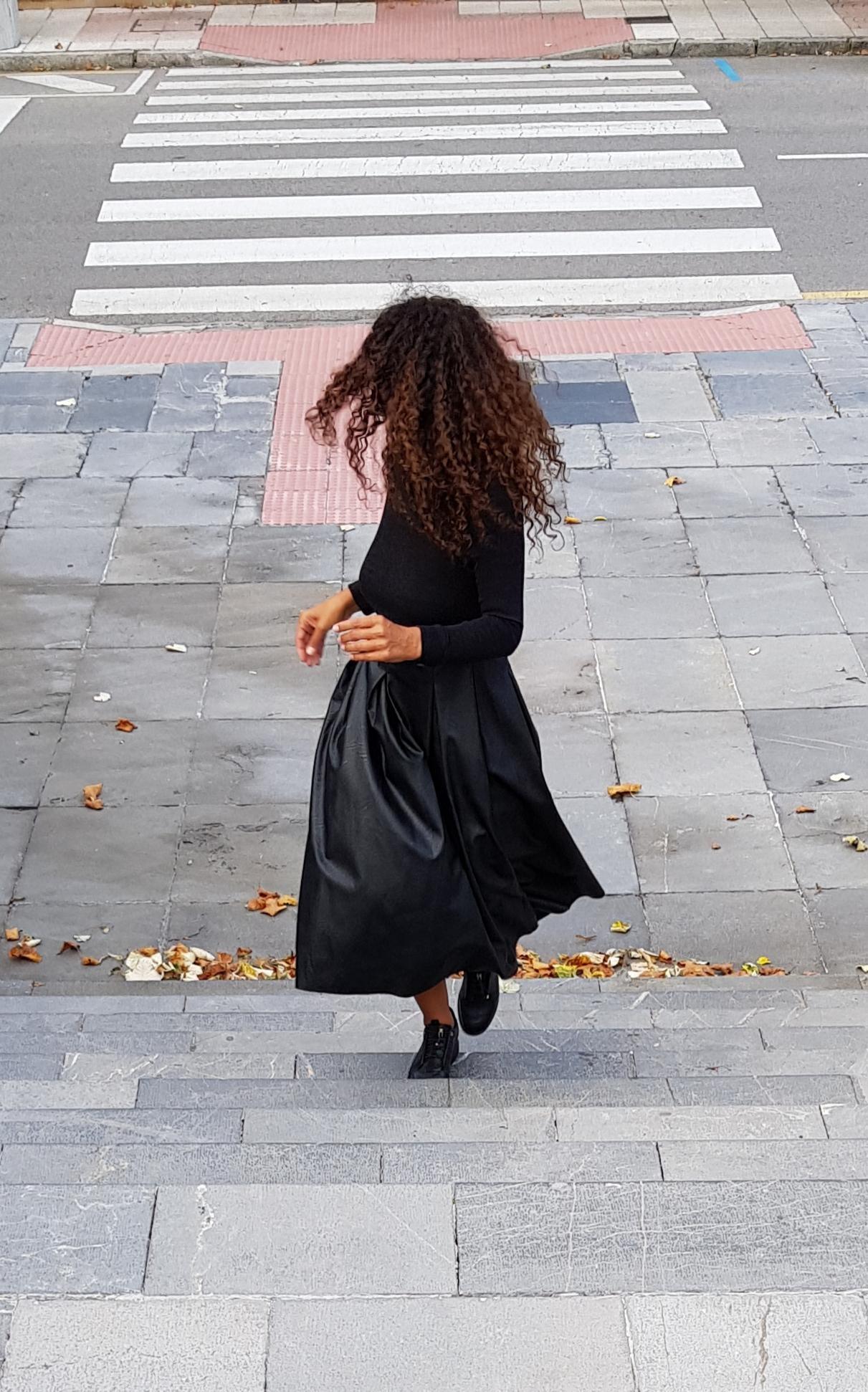 Vestido negro y cuero 2