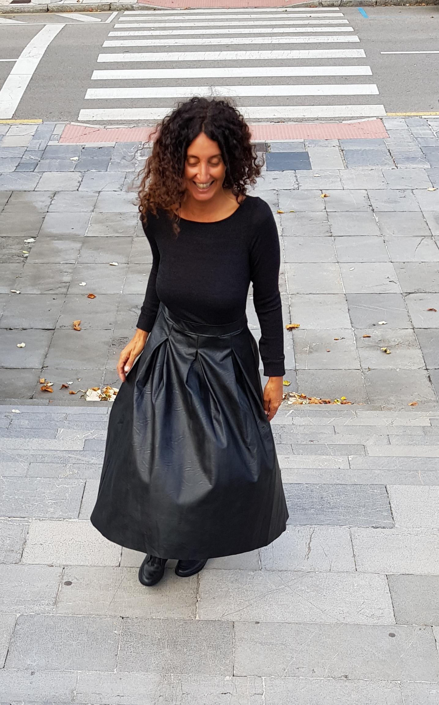 Vestido negro y cuero