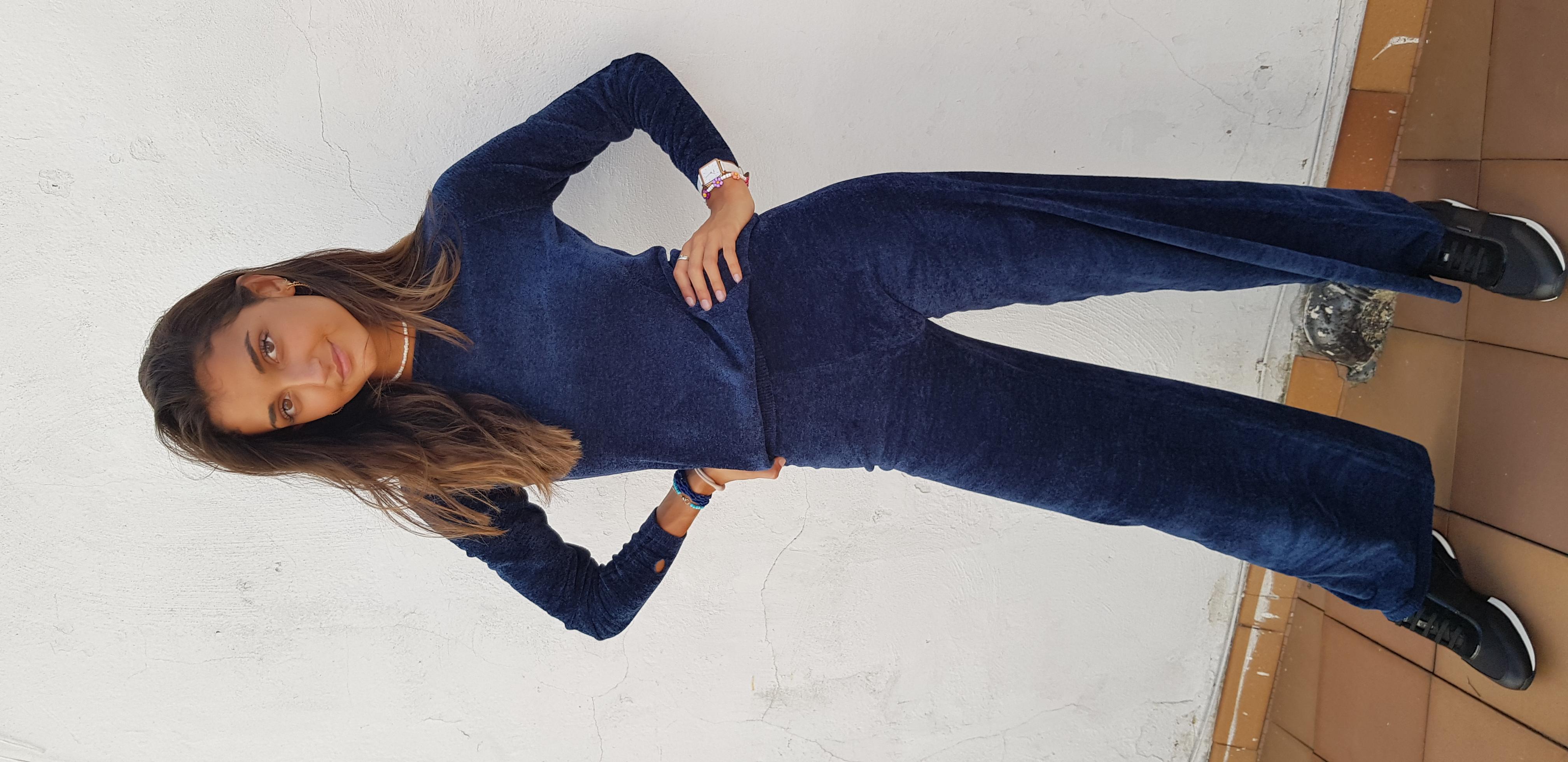 Look terciopelo azul