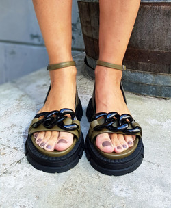 Sandalias con cadena