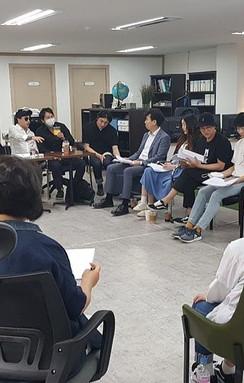 """이채감독 """"무당벌레"""" 배우전체 리딩연습 중."""