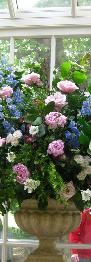 Large or small, flowers arrangements to suit your style,  home and surroundings