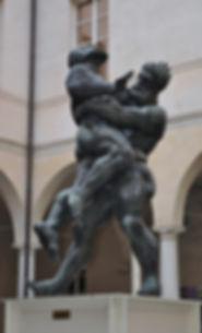 שני המחובקים פסל פארמה