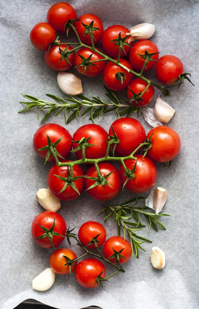 tomatoes-374427.jpg