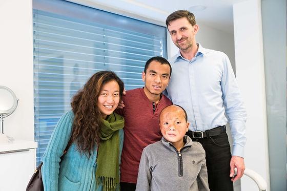 Prvnínávštěva kliniky - MUDr. Martin Molitor, Ph.D., Dhawa Lama, Sonam Lama, Puja Lama