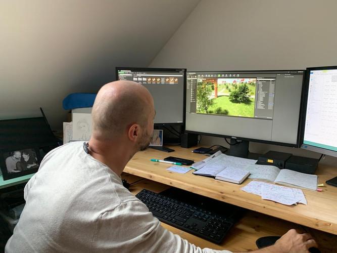 Leo Grzyb pracuje na vizualizaci
