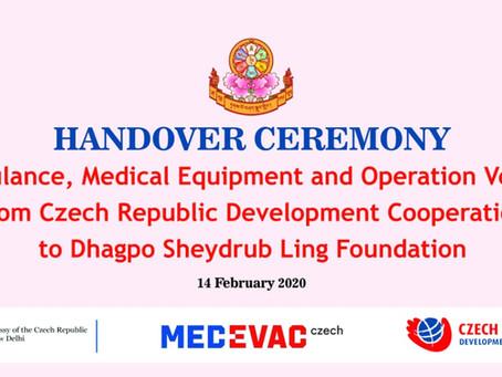 Dovršení čtyřletého úsilí - předání sanitního a terénního vozu z programu MEDEVAC do kláštera DSL