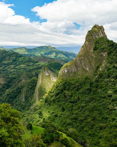 Los cerros Fura y Tena, simbolisan el inicio de la humanidad